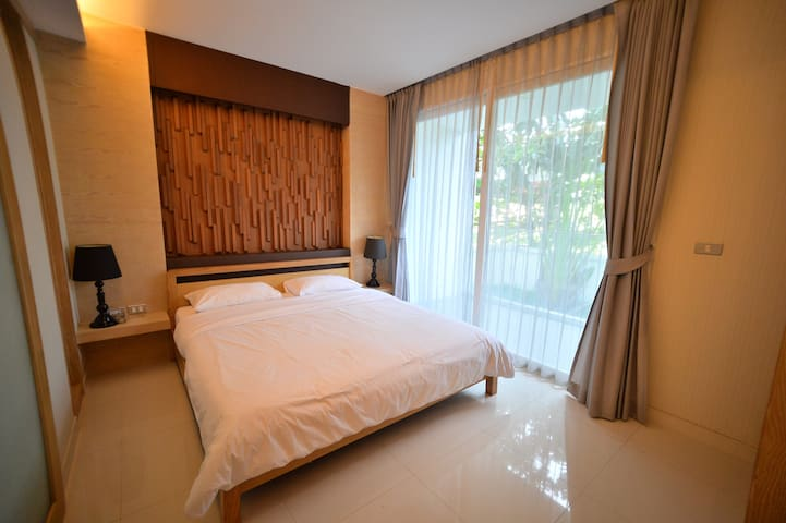 Beachfront Condo by Jomtien Beach 101