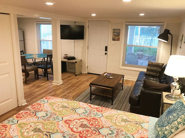 Beach Apartment 500 feet from the Seawall/Beach - Galveston - Apartemen