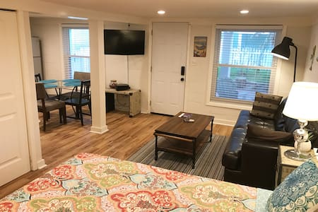 Beach Apartment 500 feet from the Seawall/Beach - Galveston - Appartement