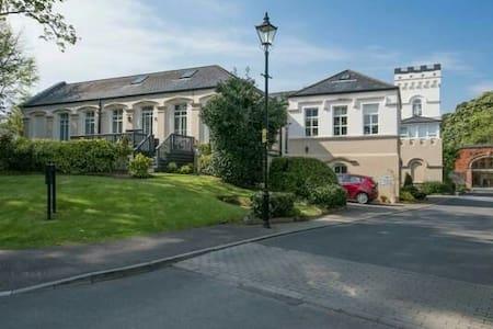 Unique and homely triplex apartment - Belfast