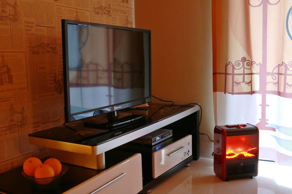 电视及冬天可用于取暖的小壁炉