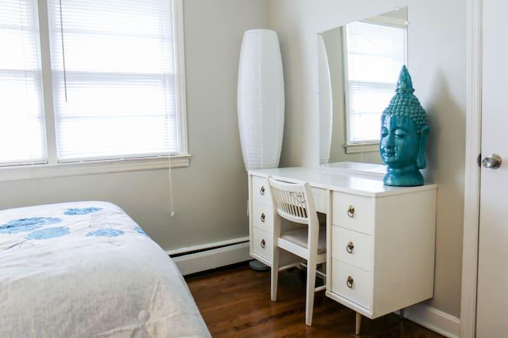 The Teal Room bedroom