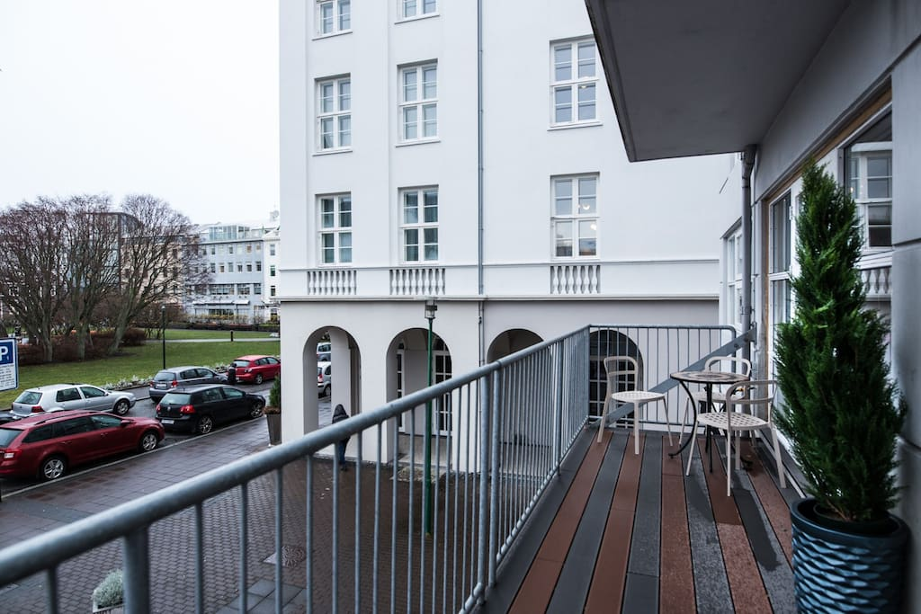 Balcony with a parliament square view