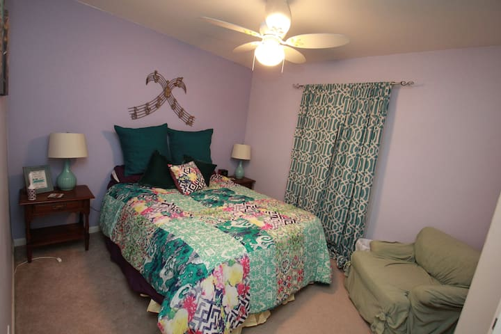 Cozy suburban guest room