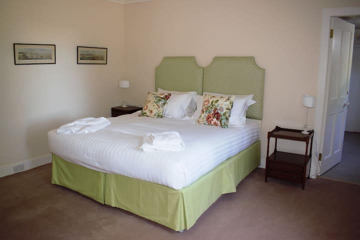 Bedroom Three - Zip & Link