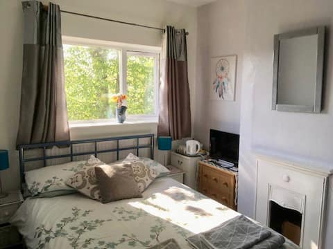 Small double with Breakfast in Oxford Donnington