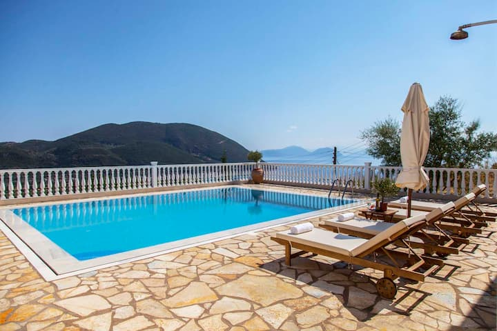 Apartment with View & Pool In Lefkada