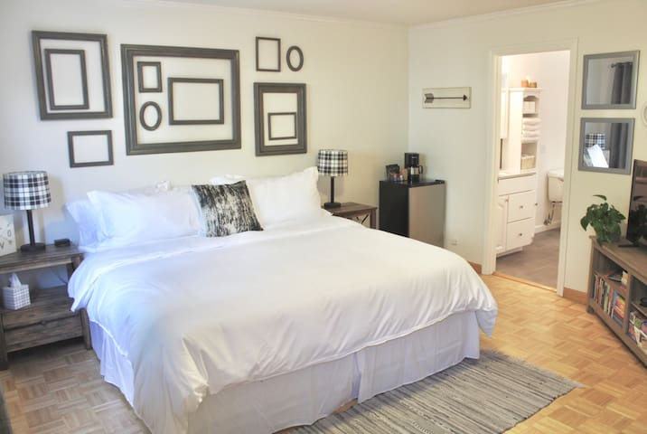 Cozy spacious room, king bed, mins to Chase Center