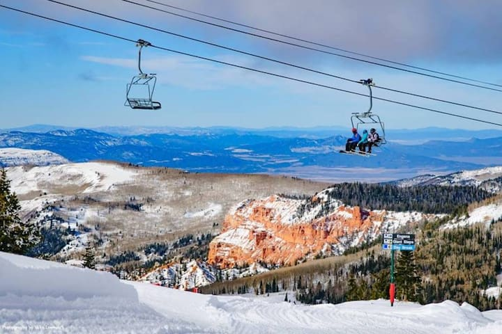 Amazing Brianhead Ski In/Out Condo! - Sleeps 7!