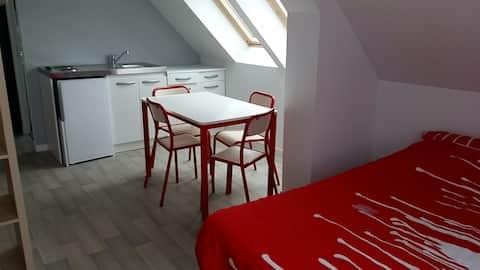 Saint Pair studio R - 40 M mer - cuisine + sdb