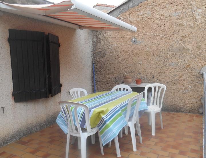 Maison de village avec terrasse et cour