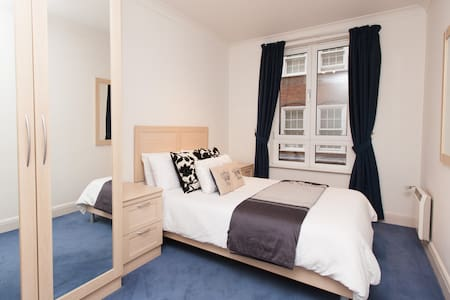 London Bridge Serviced Apartment in City of London - Apartment