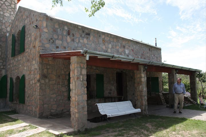 Casona en San Esteban. Capilla del Monte La Cumbre
