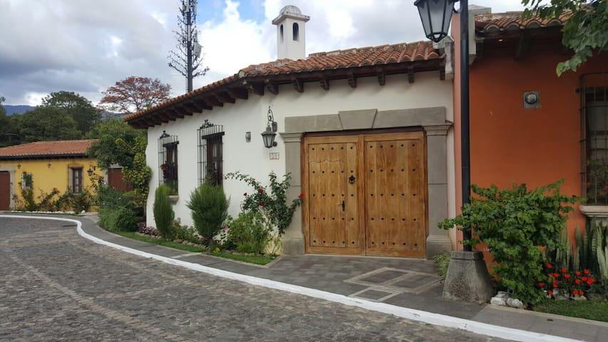 Preciosa casa Colonial en Antigua!
