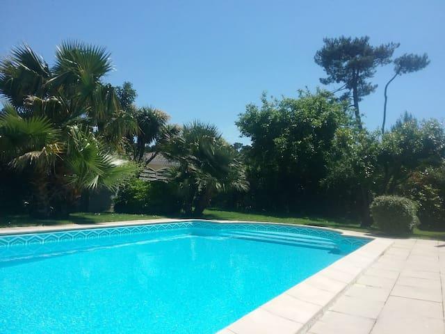 38m2 terrasses piscine sentier du Littoral Calme.