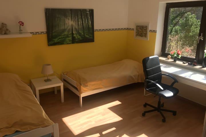 Freundliches stadtnahes Zimmer in 2ZKB-Wohnung