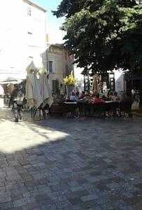 Bienvenue au centre villes arles - Arles - Appartement