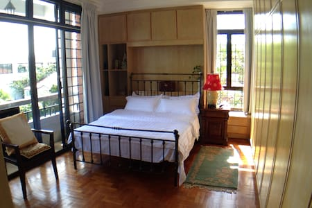 (C) COZY QueenBedSuite+Pvt Bathroom+BREAKFAST - Singapur - Ev