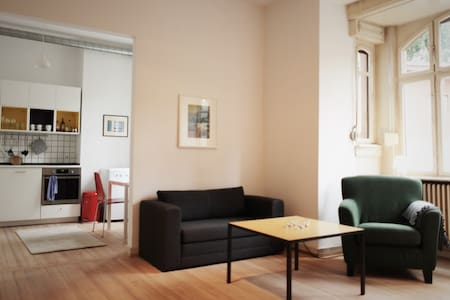 Sunny apartment in great location - Apartment