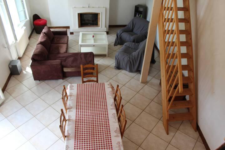 Maison chaleureuse et conviviale