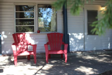 2 Bedroom Home 20 mins. from West Yellowstone WiFi - Hus