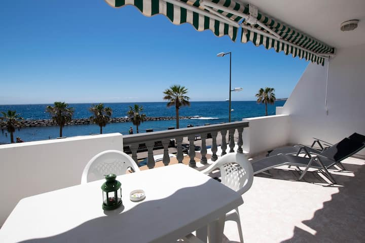 ★ Lively Beach front apartment ★ Pool★Wifi