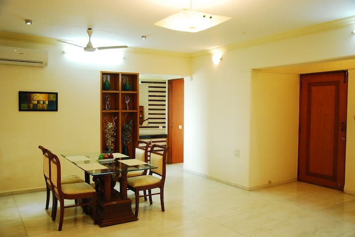 Private Room in Bandra East - Mumbai