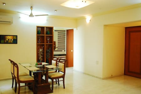 Private Room in Bandra East - Mumbai - Wohnung