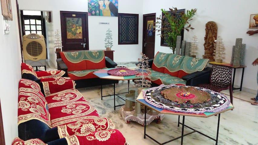 LUXURIOUS  VILLA  (ENTIRE VILLA: GROUND FLOOR) - Udaipur - Villa