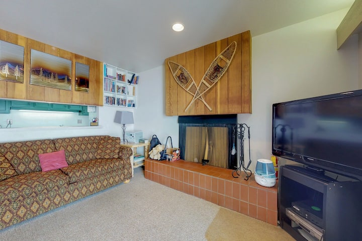 Family-friendly ski-in/ski-out home with amenities - close to shopping!