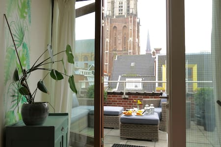 B&B apartment with terrace view of the Nieuwe Kerk - Delft - Bed & Breakfast