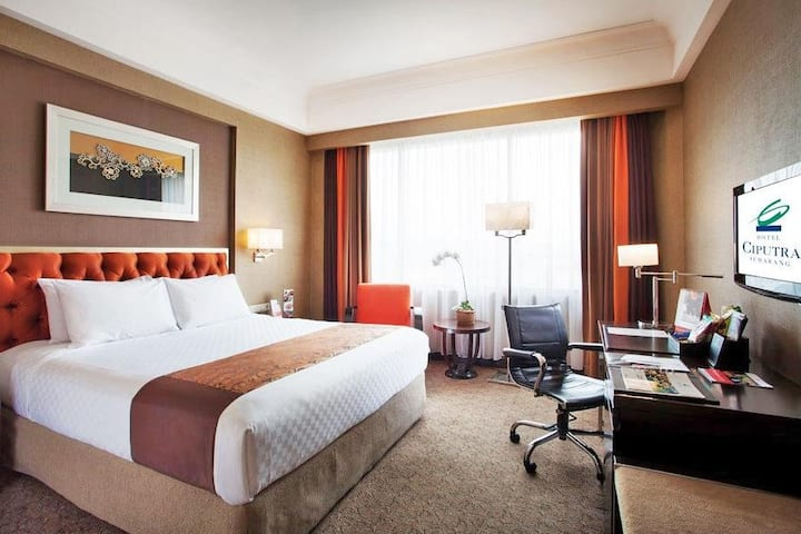 Spacious room only with Simpang Lima view