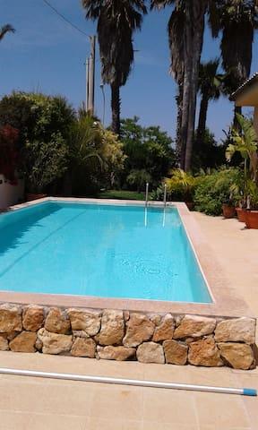 Schöne Wohnung in Villa mit Pool