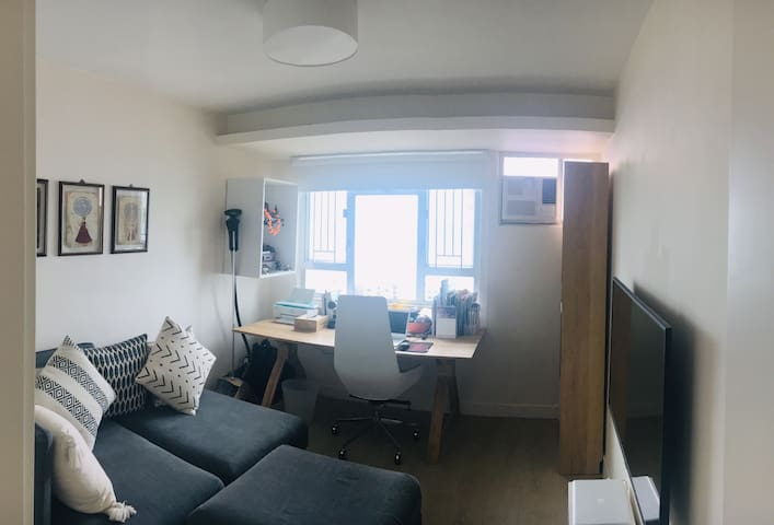 2nd bedroom with TV and work desk