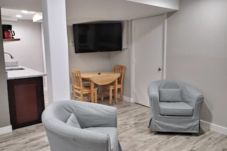 Private Arlington 2 Bath, 2 Bedroom 6.5 mi to DC