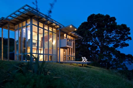 A glass house overlooking the ocean - Tuateawa - Haus