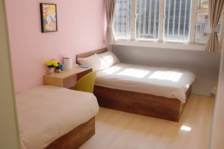 Double + Single Bed, Private Bathroom 2 Min to MTR