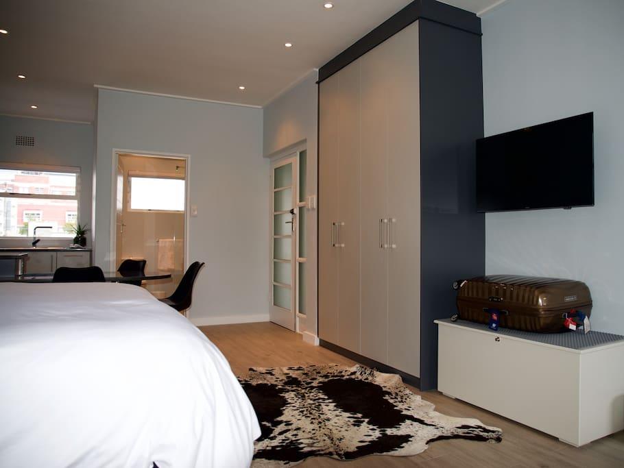 Smart TV, Room for suitcase, Wardrobe