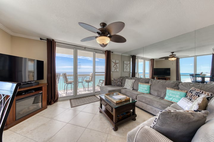 Beachfront Corner Condo w/ Amazing Gulf View & Shared Pools/Hot Tub/Gyms!