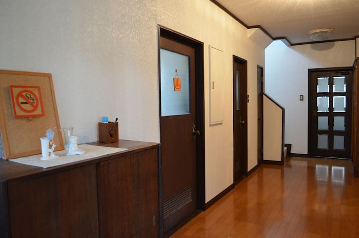 Shogun House - Wide japanese traditional room