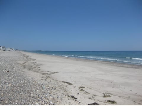 1924 Cottage, Private Beach, 4 Bedrm, Large Yard