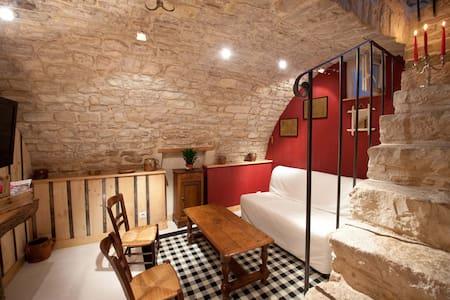 LA PETITE SENTENCE, authentique maison de village
