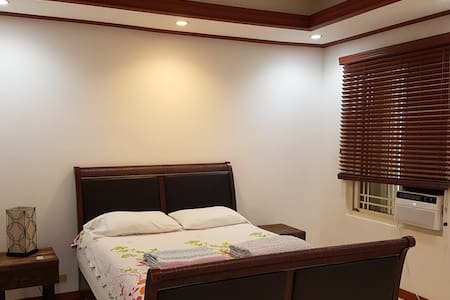 #301 Spacious Room W/Private Bath (RentCar $15)
