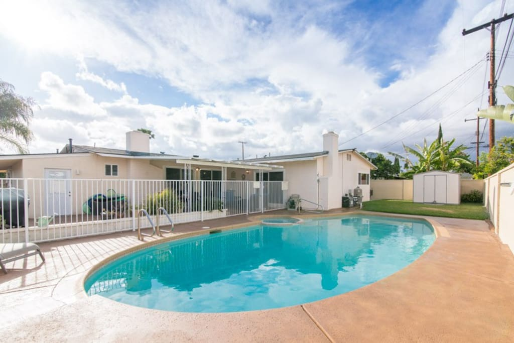 Summertime special 4br 3bth pool spa near disney for Leslie pool garden grove