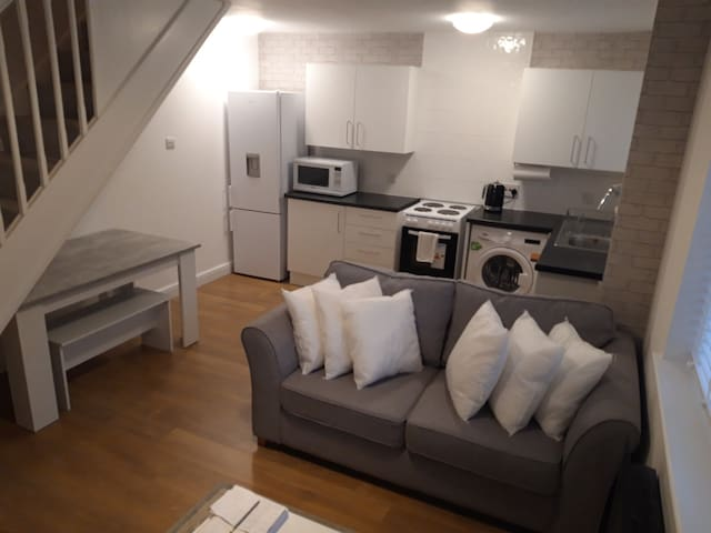Clean, cosy 1 bed house.