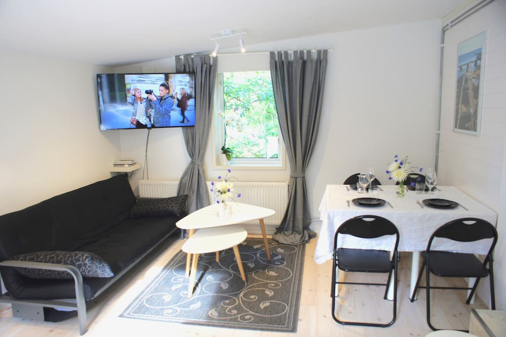The apartment can be set up to accommodate either a couple, a small family or business travellers.