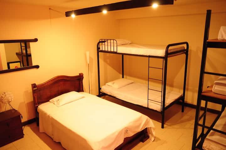 Cama en habitación compartida mixta de 6 camas