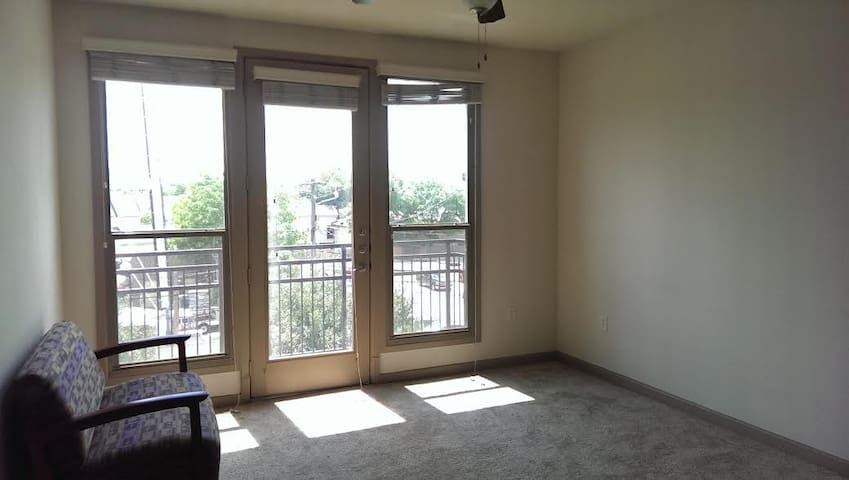 Hip, Bohemian 1-bdrm Apt.--with a View