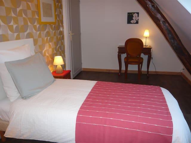 Chambre 1 lit 90