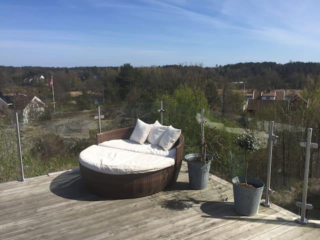 Koselig hus med fin uteplass og god utsikt - Arendal - Lägenhet